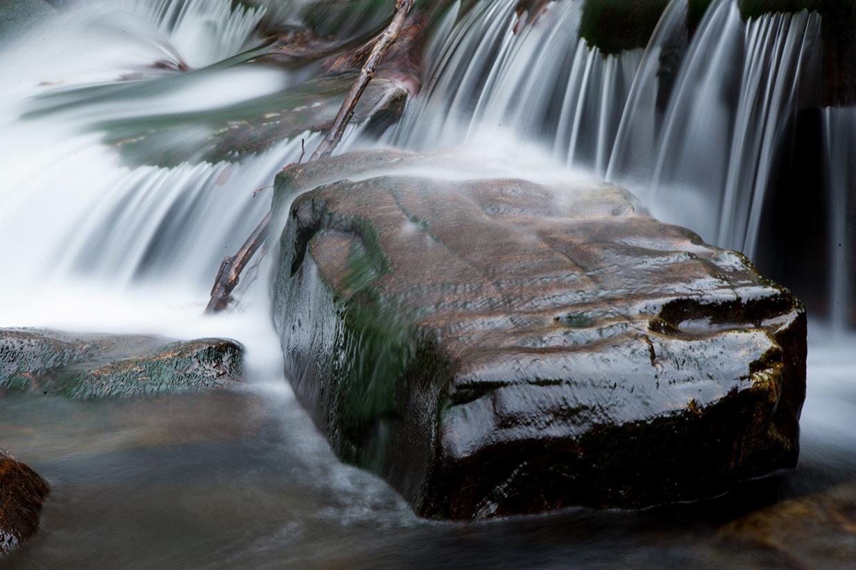 """75mm, F32, 4 Sek., ISO 100, -1,0LW Wasser wird bei längeren Belichtungszeiten """"weich"""". Je häher die Fließgeschwindigkeit und je länger die Belichtungszeit, desto ausgeprägter werden die Effekt"""