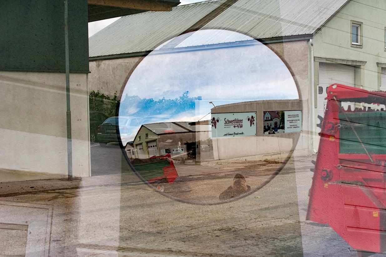 Doppelbelichtung eines Spiegels und eines Teiles dessen, was er spiegelt.